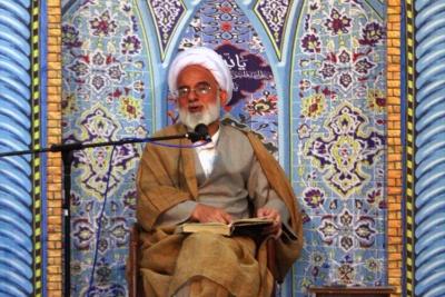 نماینده ولی فقیه در استان مرکزی: دفاع مقدس اقتدار و منزلت ملت ایران را در جهان استحکام بخشید